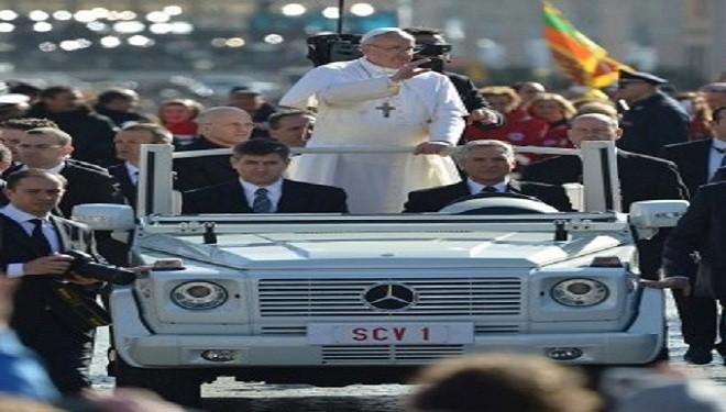 """Papa Francisc refuză """"cutiile de conserve"""" blindate"""