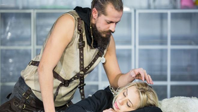 """Aveți peste 15 ani și sunteți liberi sâmbătă? Câștigați două bilete la piesa """"Atentate la viața ei"""", la Teatrul Merlin din Timișoara"""