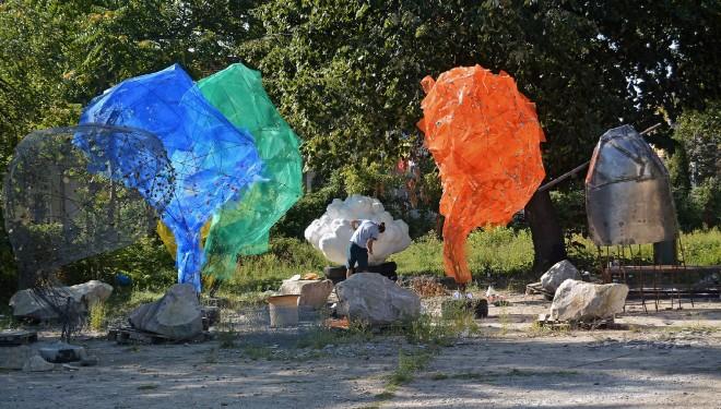 """Marius Leonte despre proiectul INSTALART / Sculptura / 000: """"Arta e făcută practic de niște copii"""""""