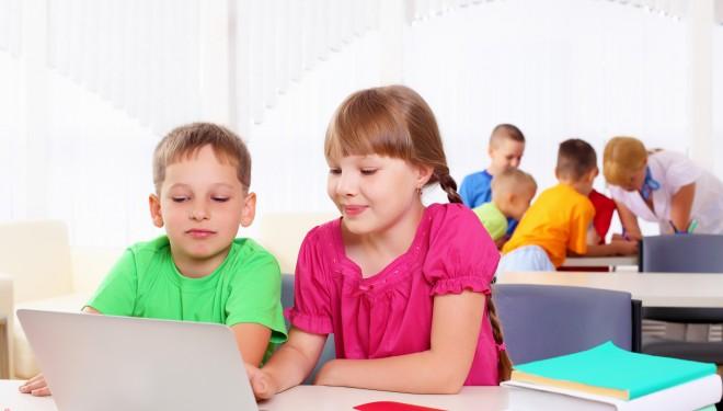MEN informatizează școlile din județul Buzău: elevii și profesorii primesc tablete și laptop-uri