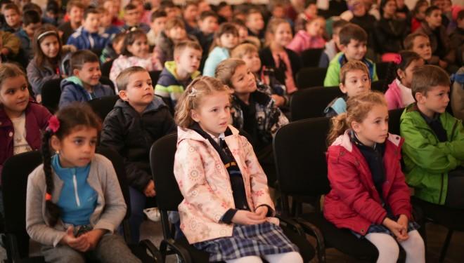 Călătorie în timp – Teatru ambulant pentru elevii din  Timiș
