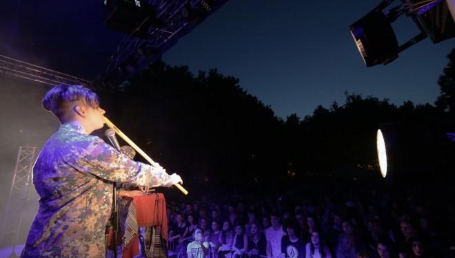 La 15 ani, Maxim Opriș a cântat la caval în fața a mii de oameni la un concert Subcarpați
