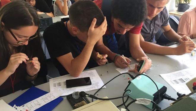 Liceenii pasionați de informatică petrec vacanța la Electronics Summer University