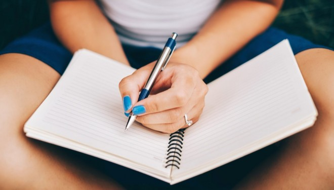De ce încă mai scriu de mână? E bine pentru creier