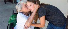 Un om mic, o inimă mare. Povestea fetiței din Arkansas care umple de zâmbete bâtrânii singuri
