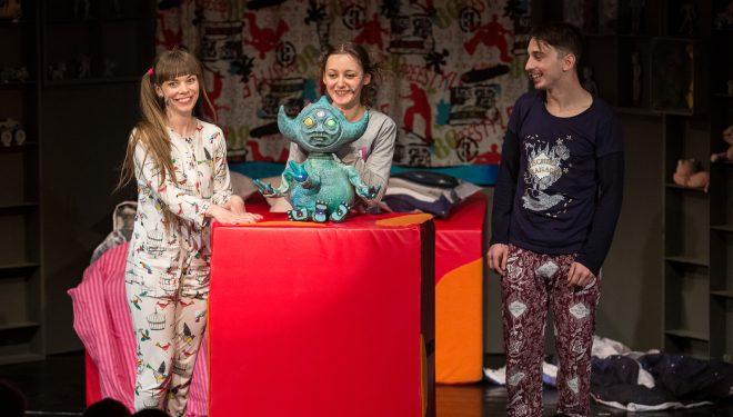 """Poveşti de adormit copiii şi de trezit uşor părinţii, la Teatrul """"Merlin"""""""