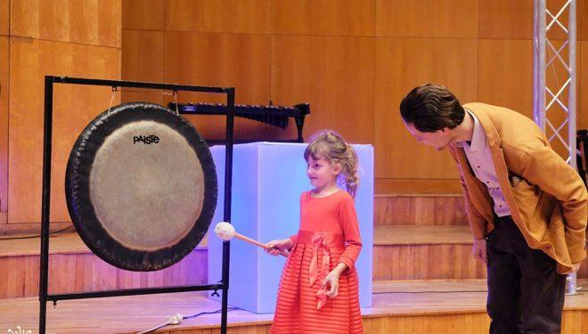Cum stă treaba cu instrumentele muzicale? Concerte educaționale interactive dedicate copiilor