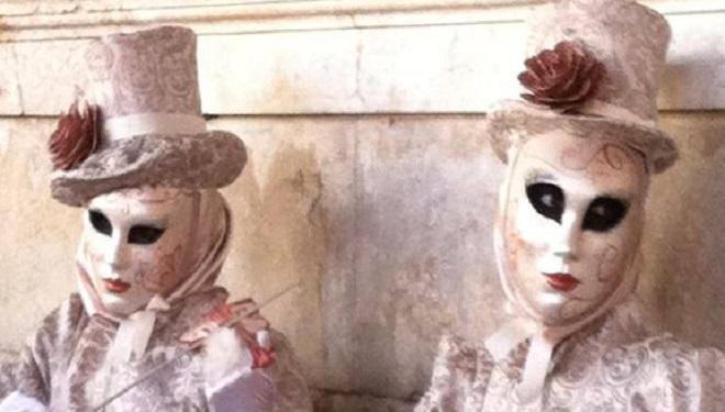 Carnavalul de la Veneţia – festivalul care transformă oraşul într-o sală de bal mascat