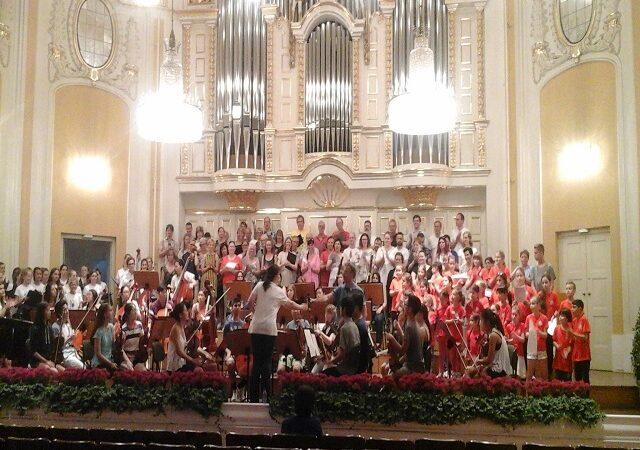 Corul de copii Cantanti pe scena Festivalului internațional Cantus MM Musik and Kultur Festival