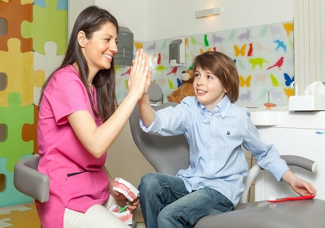 De ce trebuie să tratăm cariile apărute pe dinţii de lapte ai copiilor?