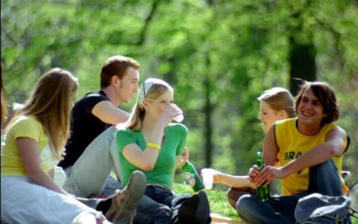 Alarmant!. Copiii consumă droguri de mici. Dacă ai prieteni consumatori, implică-te și ajută-I să se lase. O discuție cu psihologul poate fi uin bun început