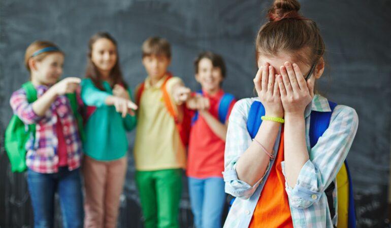 Violența în școli nu e o glumă. Dacă asistați la astfel de acte, trebuie să anunțați imediat adulții