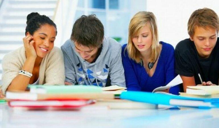 Se SCHIMBĂ sistemul de învățământ la liceu, dar TU vei fi consultat în acest sens. Vezi ce opționale ți se propun și unde îți poți exprima punctul de vedere