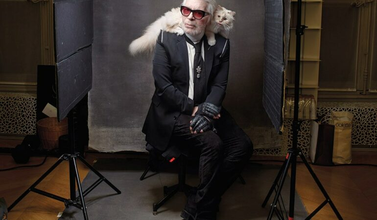 A murit cel mai celebru designer vestimentar, Karl Lagerfeld
