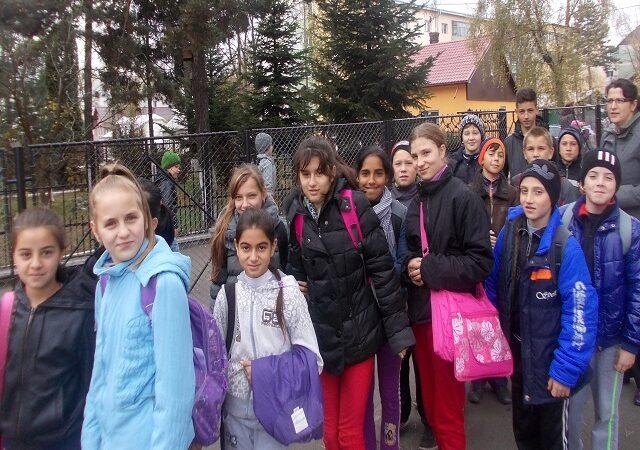 Copiii dintr-un stat american, încurajați să renunțe la mașini și autobuze pentru a merge pe jos la scoală