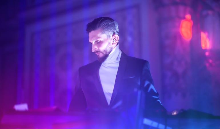 """Daniel Dorobanțu creează concerte de basm, pline de mistere: """"Cred că nu e niciodată prea târziu să te reinventezi. Eu mă las în voia inspirației şi mă mir"""""""