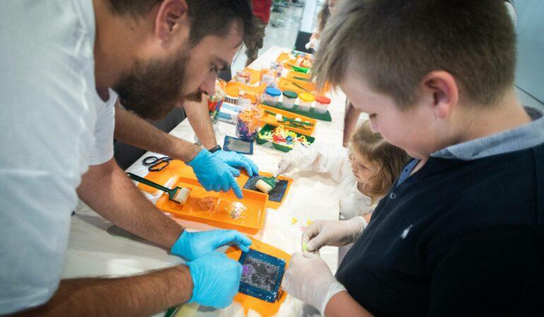 Copiii și tinerii spanioli, sfătuiți să se îndrepte către știință