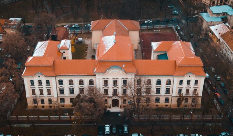 Elevi de la Liceul Loga din Timișoara, evacuați. Miros de gaz într-o clădire neracordată la rețea