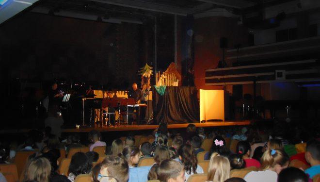 """""""Petrică și lupul"""" au făcut cunoștință cu peste 400 de copii"""