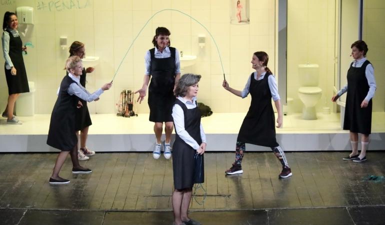 Feminin, spectacol de teatru despre hărțuire