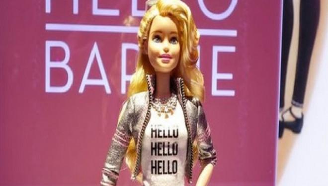 Curând pe piață: Hello Barbie, păpușa care spune glume și povești