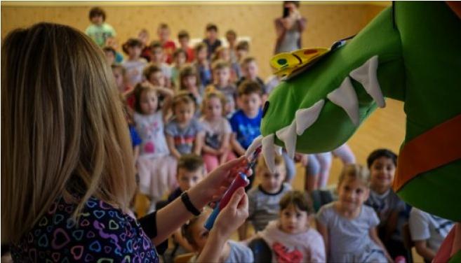 """""""Dințișorii veseli"""": Copiii din România învață importanța igienei orale"""