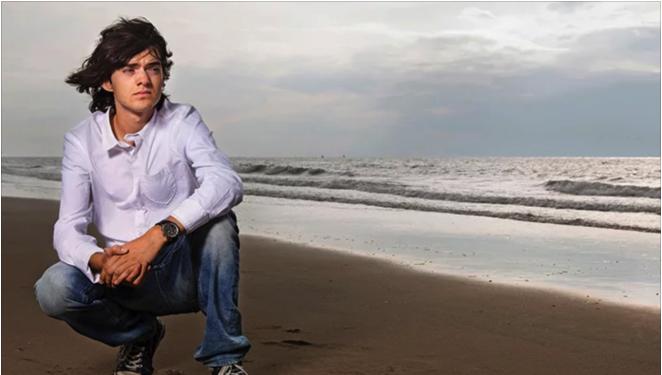 Un copil din America a inventat o mașinărie care curăță cu succes oceanul de plastic