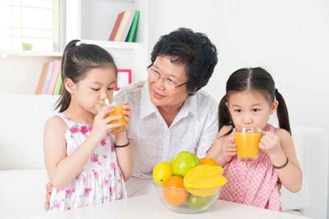 Japonia are cei mai sănătoşi copii. Gustările de acasă, interzise în şcoli