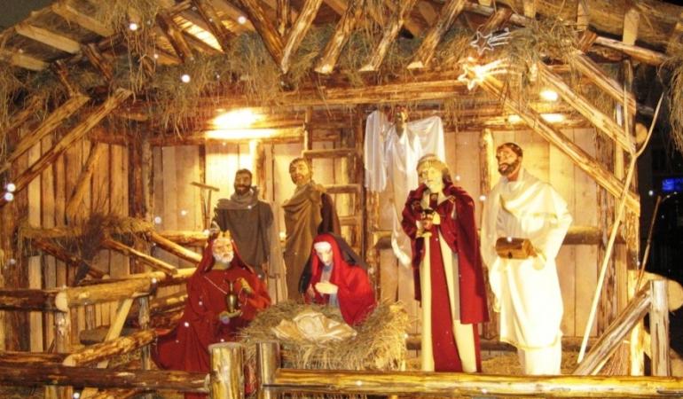 Bucurie mare pentru creștini: un fragment din ieslea în care s-a născut Isus a ajuns la Betleem