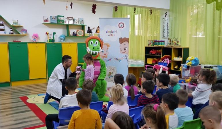 Peste 900 de copii s-au împrietenit cu Crocodințilă