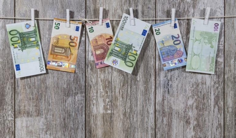 Euro, la majorat. România, de 13 ani în Uniunea Europeană