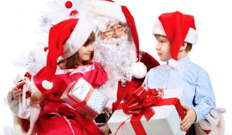 Moș Crăciun italian vine la Gara de Nord din Timișoara