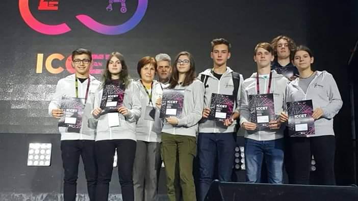 Liceenii timișoreni bio-ninja care experimentează modificarea genetică, pe podium la Moscova