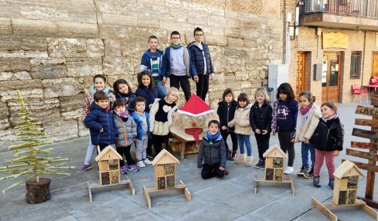 Copiii din San Esteban de Litera construiesc hoteluri pentru insecte