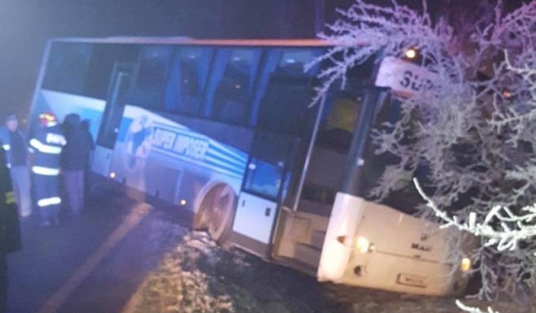 Ce credeți că au făcut copiii din autobuzul școlar care a ajuns în șanț?