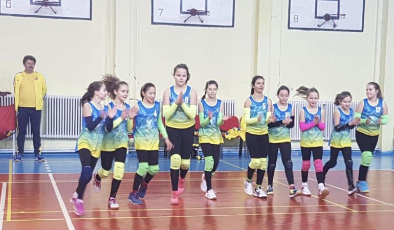 Micile voleibaliste din Timișoara sunt aproape de podium