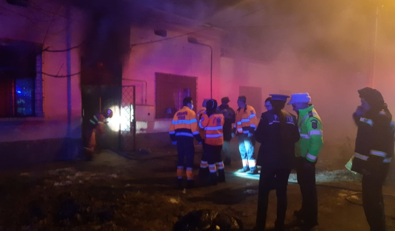 Patru copii au murit arși de vii, noaptea trecută. Erau închiși în casă