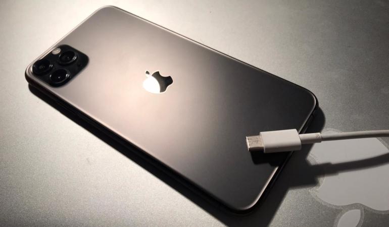 Noul iPhone ar putea avea încărcător de Android. Această schimbare ar reduce deșeurile electronice