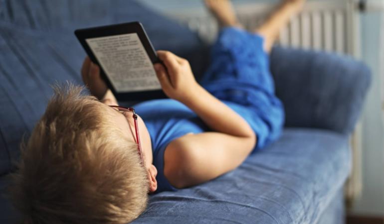 Copiii învață să citească mai ușor prin E-book