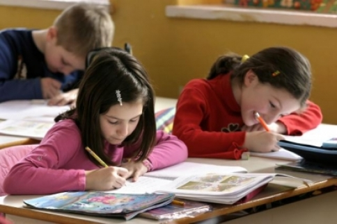 """""""Nouă ne pasă""""- Program de prevenire a abandonului școlar în mediul rural"""