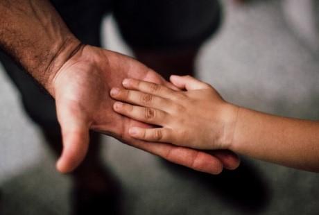 Decizie importantă de la Ministerul Educației: părinții pot însoți copiii la ore