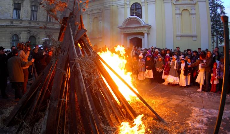 Pentru unii dintre copiii din România, la noapte vine iar Moș Crăciun