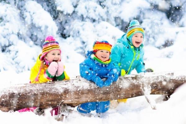 Bucurie mare! Anul nou aduce zăpada-n țară
