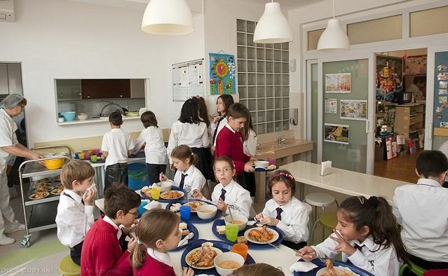 Consultare publică: mese calde pentru 65.000 de elevi. Ce părere aveți?