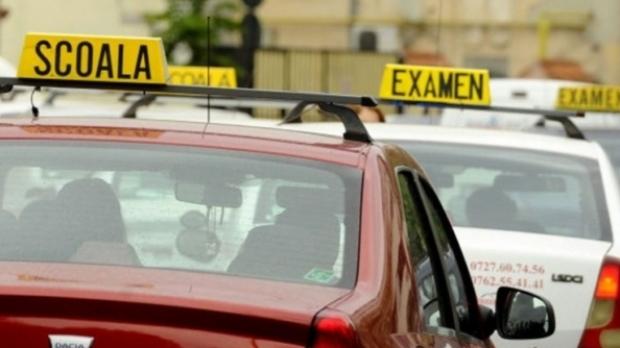 Tinerii pot face școala de șoferi gratuit