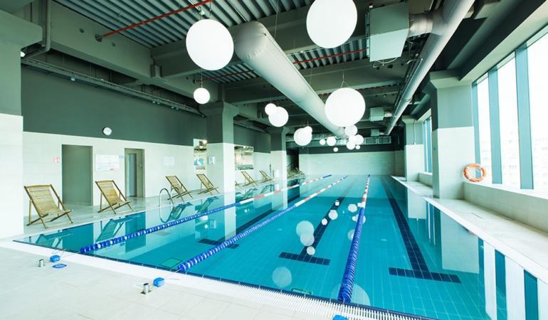 World Class Iulius Town: piscină semi-olimpică, cursuri de înot pentru copii, programe de fitness pentru părinți