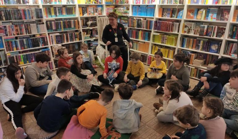 Duminica poveștilor cu Eva Labadi și OsKar.  Despre un extraterestru simpatic și…. pijamale