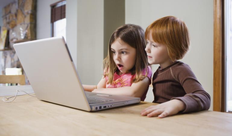 Alarmant! O treime din vizitatorii site-urilor pentru adulți sunt copii