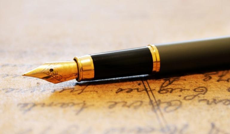 Ştiaţi că un român a inventat stiloul? Și că lumea crede altceva? Vă spunem o poveste controversată
