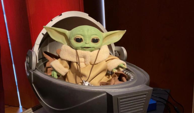"""Veşti bune pentru iubitorii filmului Star Wars – Jucăria """"vie"""" Baby Yoda, în curând pe piață"""